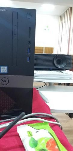 Echipamente IT - video proiector și sistem PC