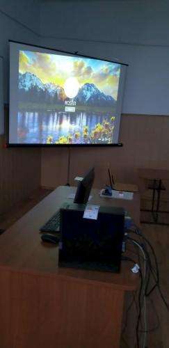 Echipamente IT - ecran de proiecție